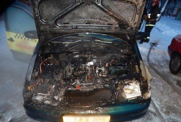 В Барановичах горел автомобиль такси
