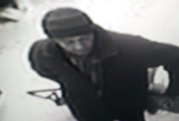 Милиция разыскивает мужчину, которого подозревают в хищении аккумуляторов с автомобилей