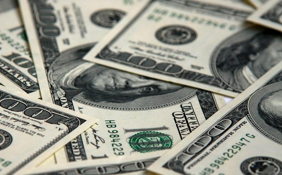 В 2016 году белорусы продали на 2,4 миллиарда долларов наличными больше, чем купили