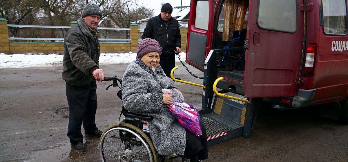 В Барановичах инвалиды не могут попасть на гемодиализ – на весь город одна машина с подъемником