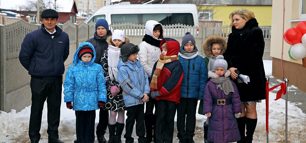 В Барановичах торжественно открыли детский дом семейного типа