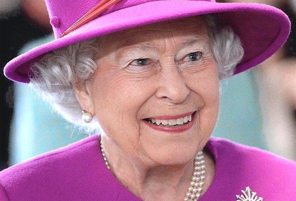 Охранник Букингемского дворца чуть не застрелил королеву Великобритании