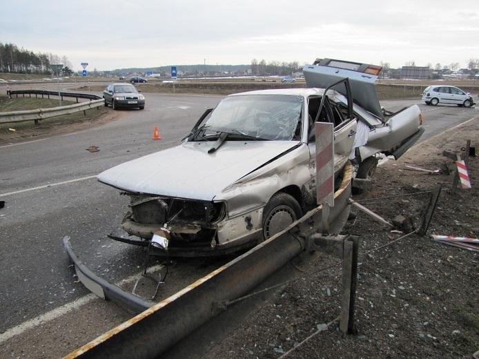 Мужчина, который не участвовал в ДТП, должен выплатить 25 тысяч долларов семьям погибших в аварии