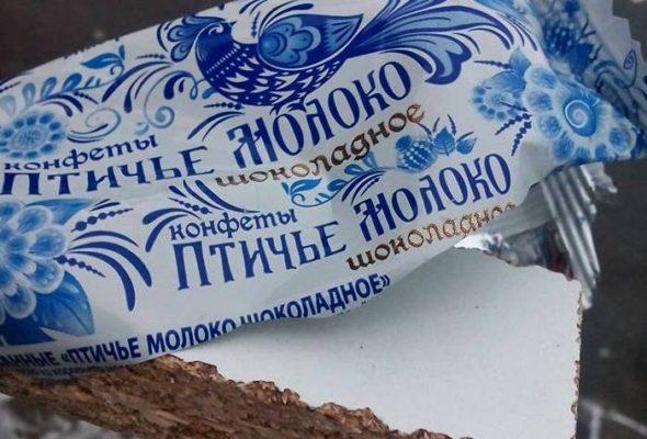 В Минске девушка купила конфету, а под оберткой оказался кусок ДСП