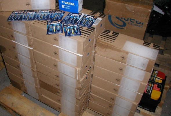 Водитель пытался провезти через гродненскую таможню 8 тысяч батареек, которые спрятал в винограде
