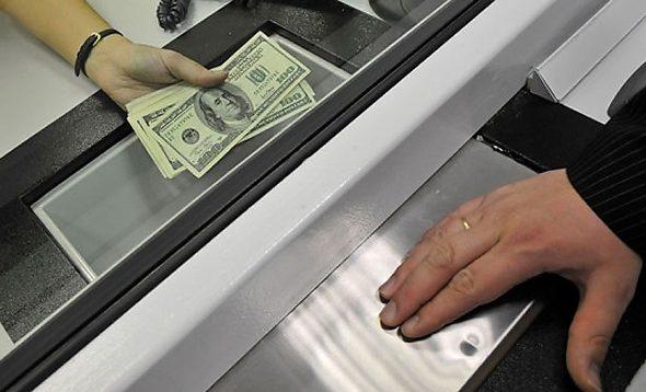 В январе белорусы больше продали валюты, чем купили