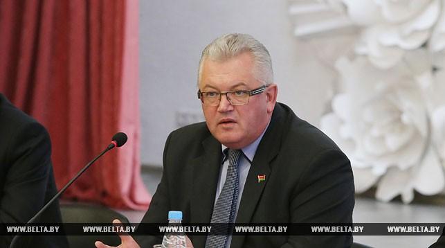 Министр объяснил, будут ли дети учиться 11 лет в школе, когда введут всеобщее среднее образование