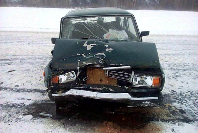 На трассе «Кобрин-Гомель-граница Украины» лоб в лоб врезались два автомобиля