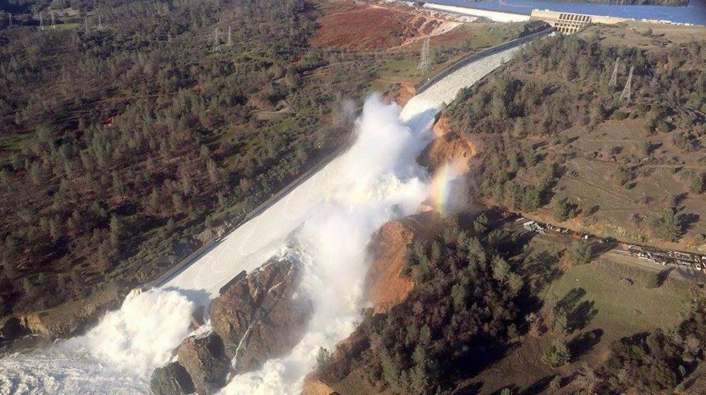 В Сети появилась онлайн-трансляция с места разрушения плотины в США