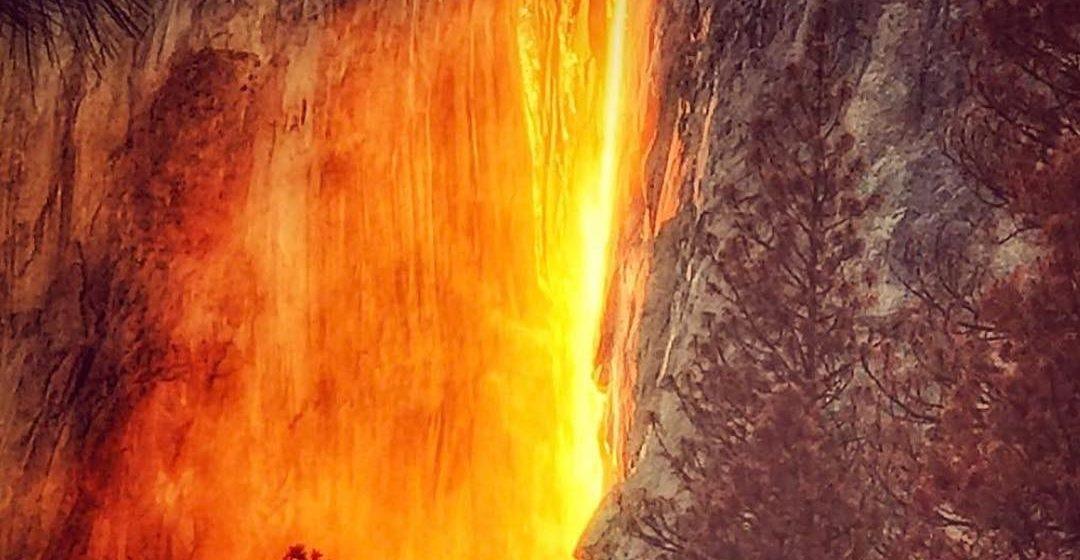 В сети появились снимки «огненного» водопада в Калифорнии