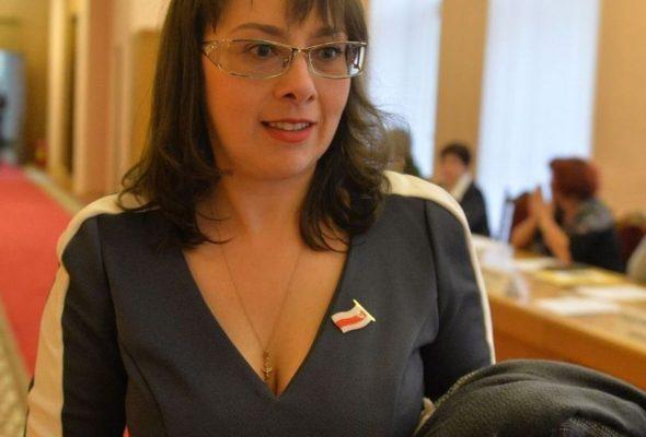 Оппозиционному депутату Анне Канопацкой объяснили, почему не будут отменять налог на тунеядство