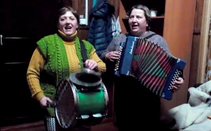 Две женщины из Пинского района записали песню, которая стала хитом YouTube