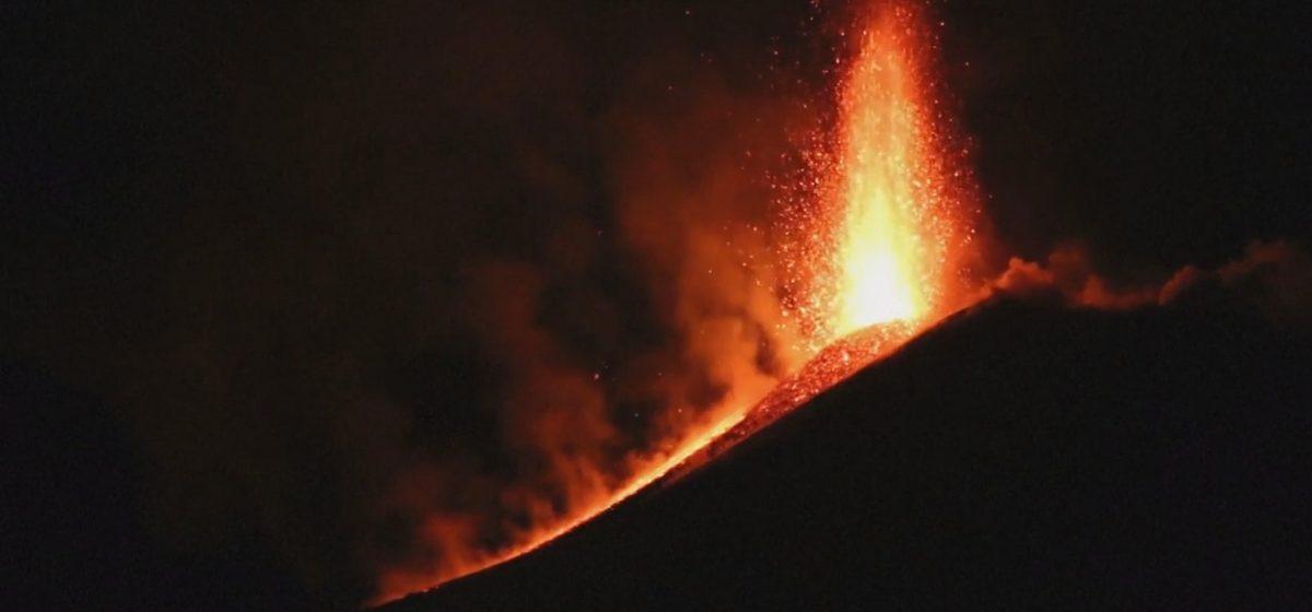 В Сицилии проснулся самый высокий вулкан Европы Этна (фото, видео)