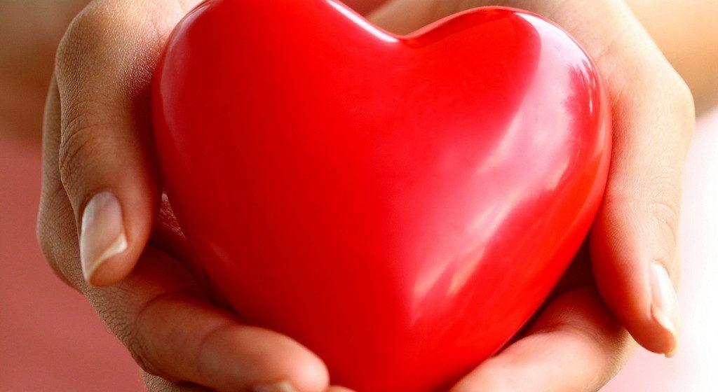 Пациентам после трансплантаций дают подержать в руках свои сердца