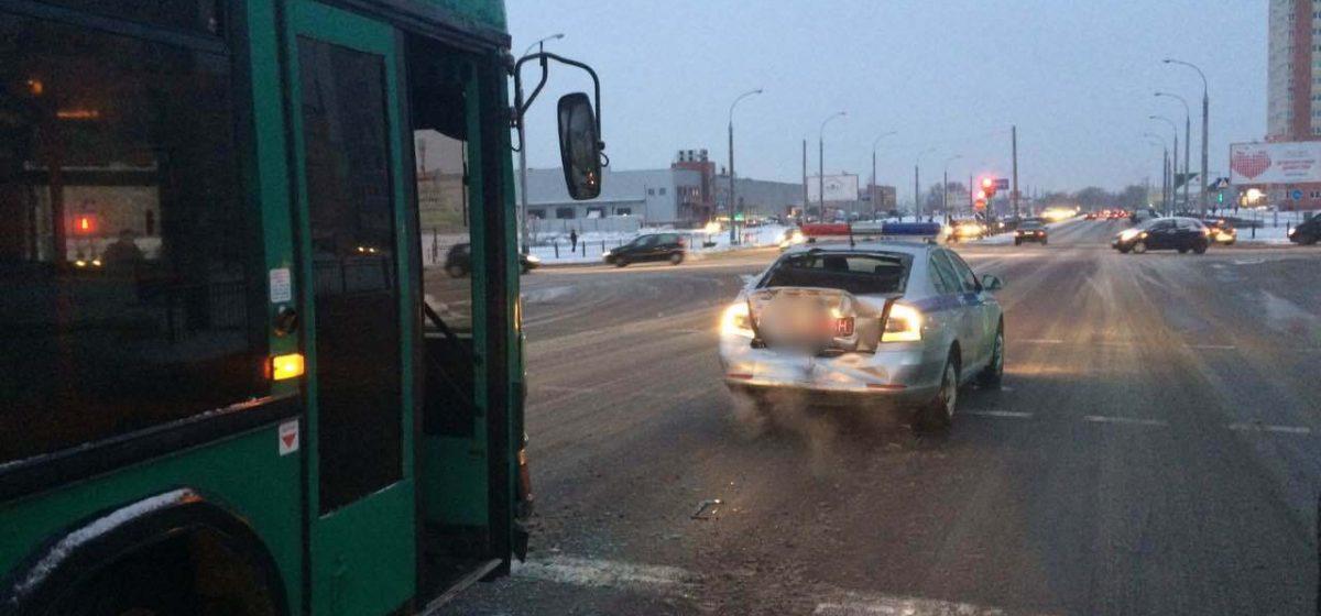 В Бресте автобус въехал в автомобиль милиции