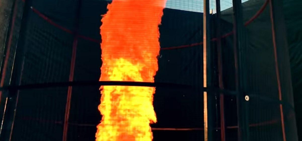 Видеоблогер-изобретатель создал шестиметровый огненный смерч