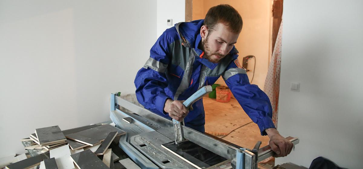 «Мое дело». Как барановичский инженер-электромеханик стал плиточником