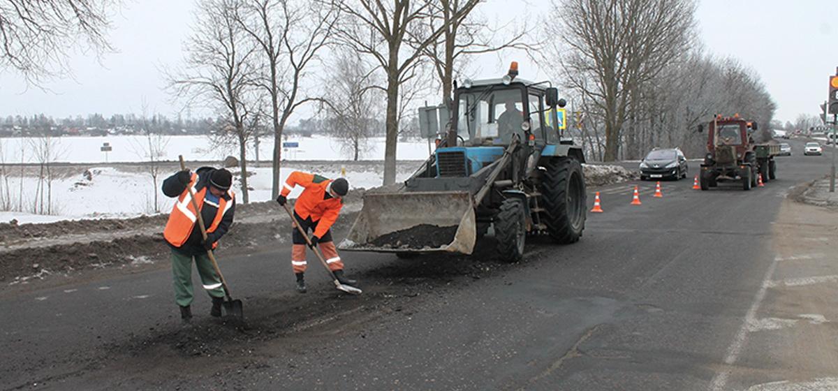 В Барановичах ремонтируют дороги при минусовой температуре