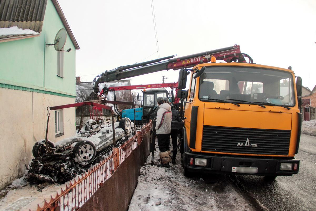Очевидец ДТП в Барановичах: «Сижу на кухне, пью чай, гляжу – машина вверх колесами к дому летит»