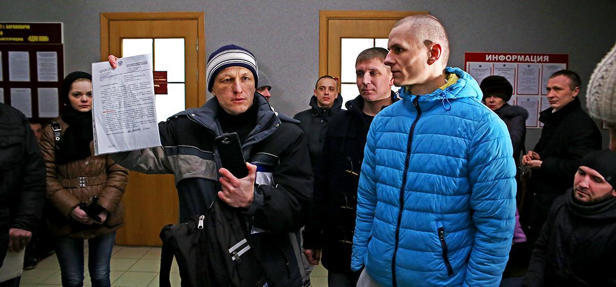Барановичские активисты пришли к депутату, чтобы высказаться против Декрета №3, но на прием не попали