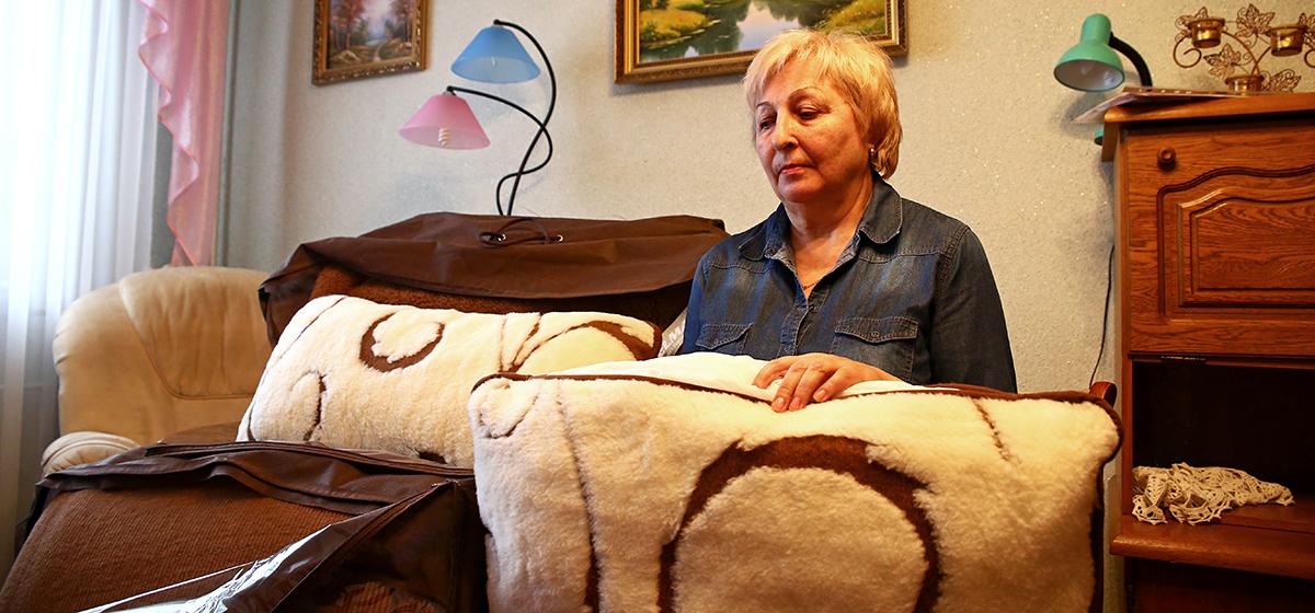 Барановичская пенсионерка не может вернуть продавцу целебные одеяла, которые купила за 1700 рублей