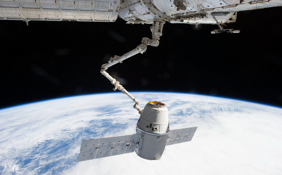 В 2018 году SpaceX отправит космических туристов в путешествие вокруг Луны