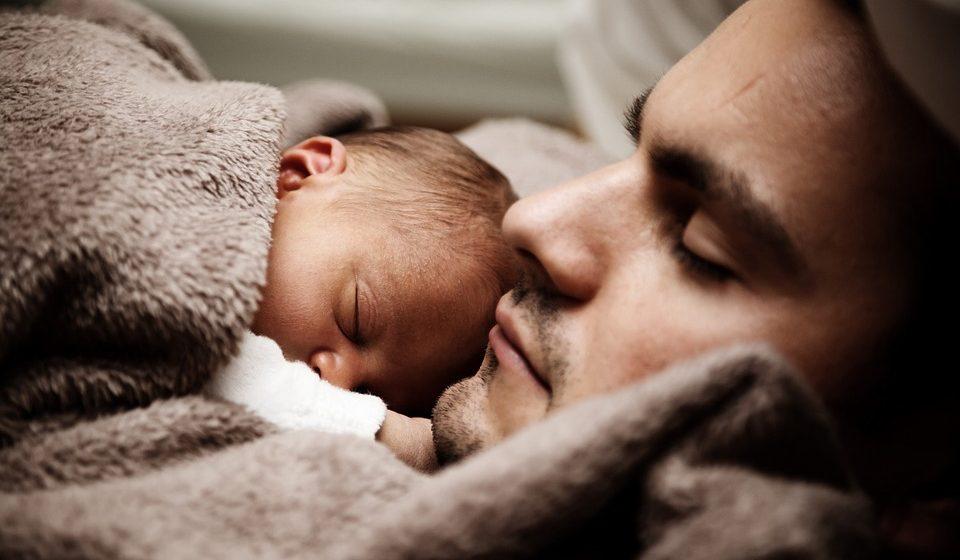 В Беларуси обсудят введение обязательного отцовского отпуска