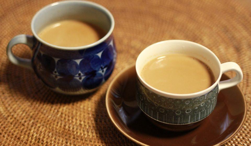 Ученые выяснили, что чай с молоком вреден для здоровья