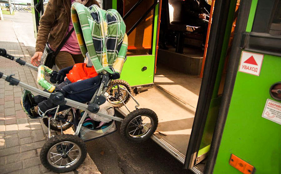 Нужно ли оплачивать «проезд» детской коляски в городском автобусе