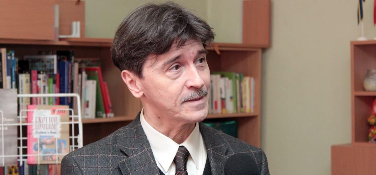 Бывший преподаватель БарГУ презентовал книгу «Песни, которые не состарятся никогда»