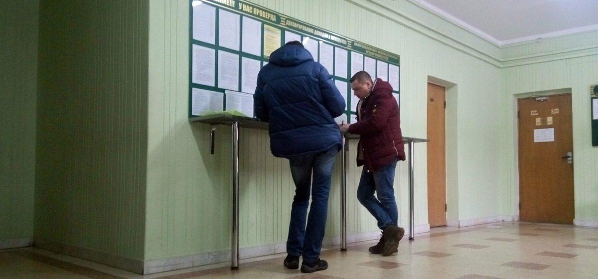 Кто стоит в очереди «тунеядцев» в налоговой инспекции в последние дни оплаты сбора