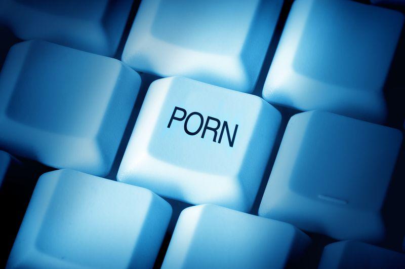 В Барановичах осудили парня, распространявшего порнографию в интернете