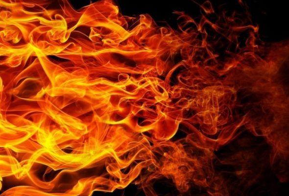 В Барановичах горел деревянный дом
