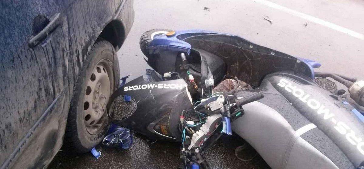 В Пинске легковой автомобиль сбил скутер, которым управлял 70-летний мужчина