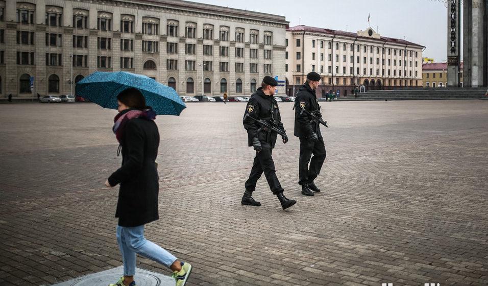 Автоматчики на площади, досмотры на вокзале. Что происходит в Минске накануне Дня Воли