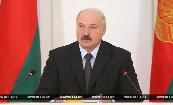 Лукашенко: Меня очень беспокоит та информация, которую я получаю. В СМИ, чтобы не запугивать, мизер даем