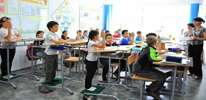 Барановичские школы оснастят специальными партами для учебы стоя