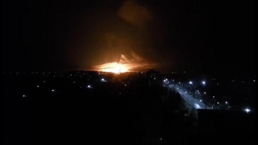 Под Харьковом горит крупнейший военный склад боеприпасов в Украине