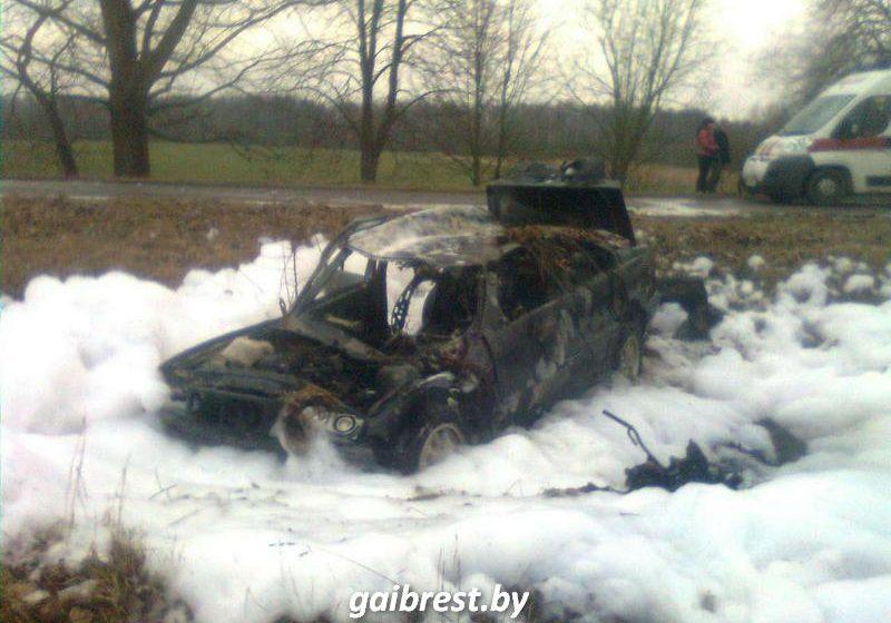 В Барановичском районе BMW вылетел в кювет и загорелся, есть пострадавшие