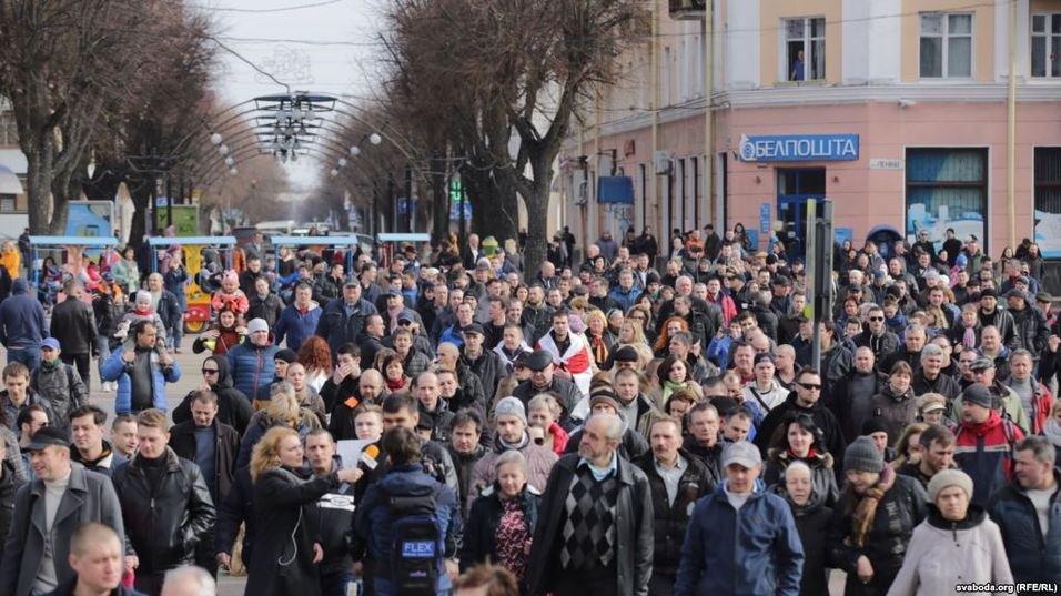 В Бресте несколько тысяч человек вышли на митинг против Декрета №3