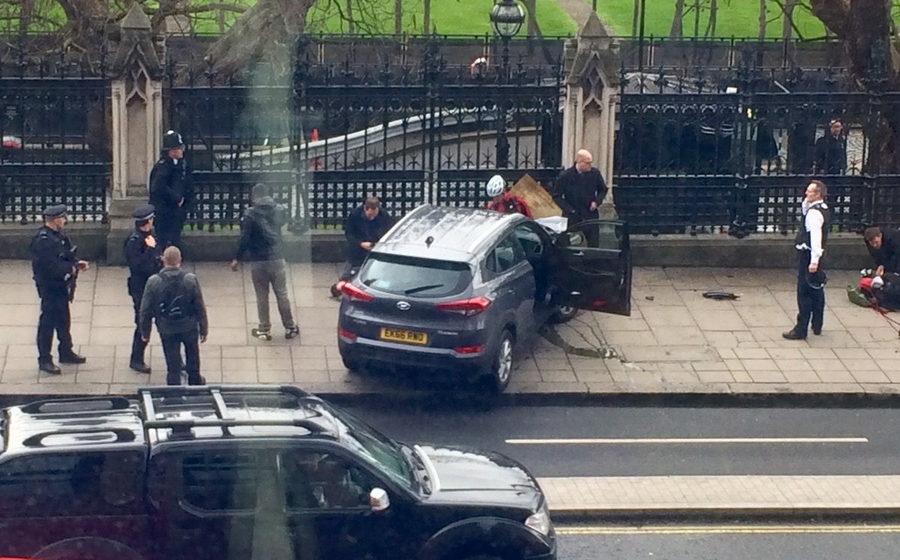 У здания Британского парламента неизвестный открыл стрельбу, пострадали минимум 12 человек