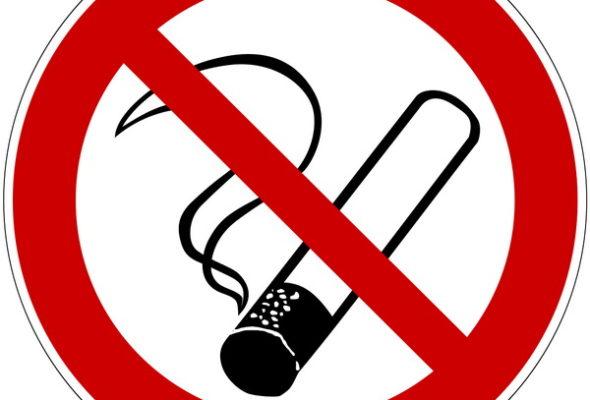 В Беларуси планируют полностью запретить курение на остановках, детских площадках и пляжах