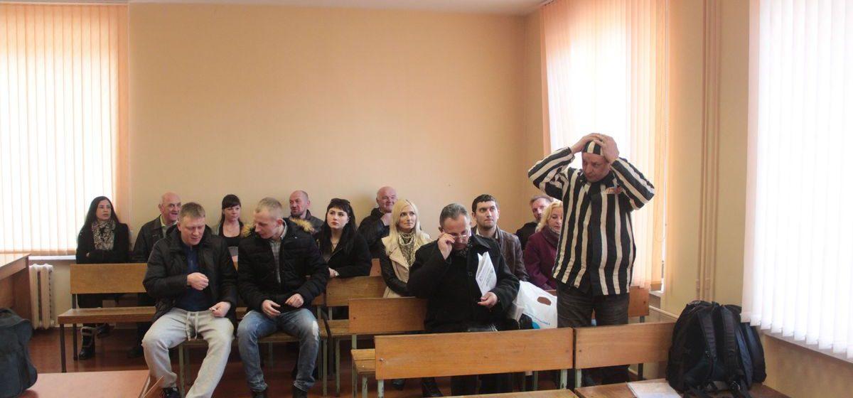 Барановичского активиста весь день продержали в милиции без еды