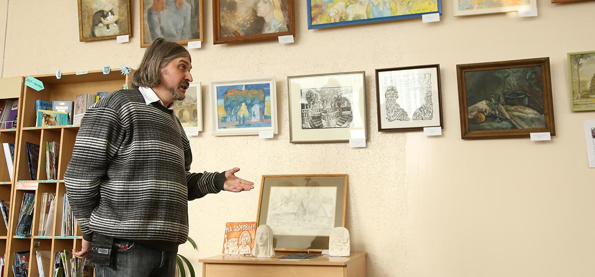 В Барановичской городской библиотеке открылась выставка «Линия, цвет, настроение…»