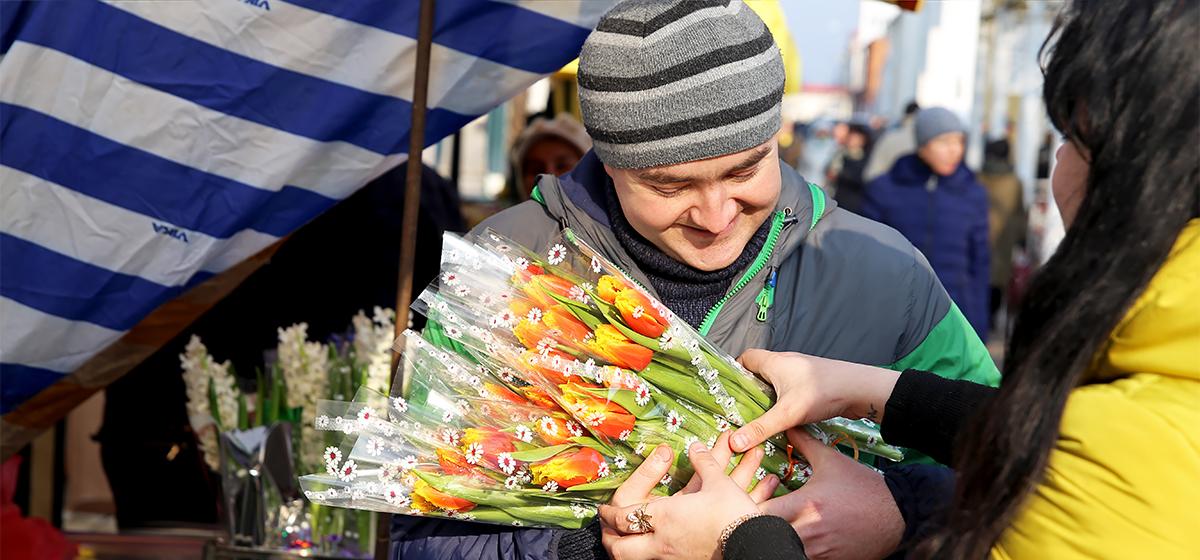 Цветочное настроение на улицах Барановичей. Фоторепортаж