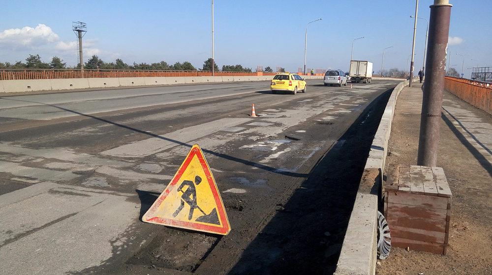 На мосту на улице Тельмана в Барановичах начинают ремонт дорожного покрытия