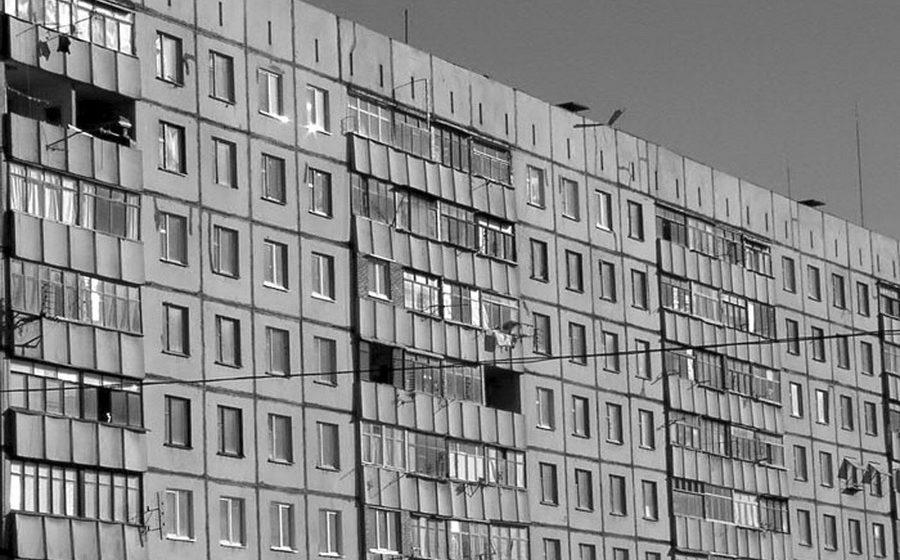 В Полоцке 17-летняя девушка выпрыгнула из окна 6 этажа и разбилась
