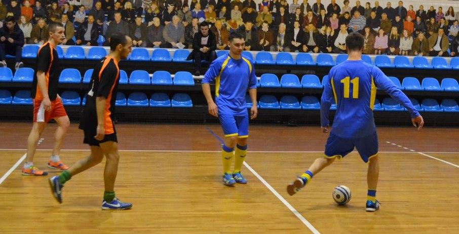 В Любительской лиге футзала лидируют «Студенты» и «Кола»