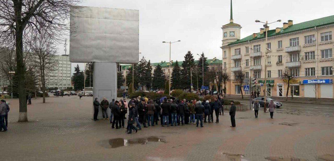 «Марши нетунеядцев» в Барановичах и Слониме – онлайн-трансляция