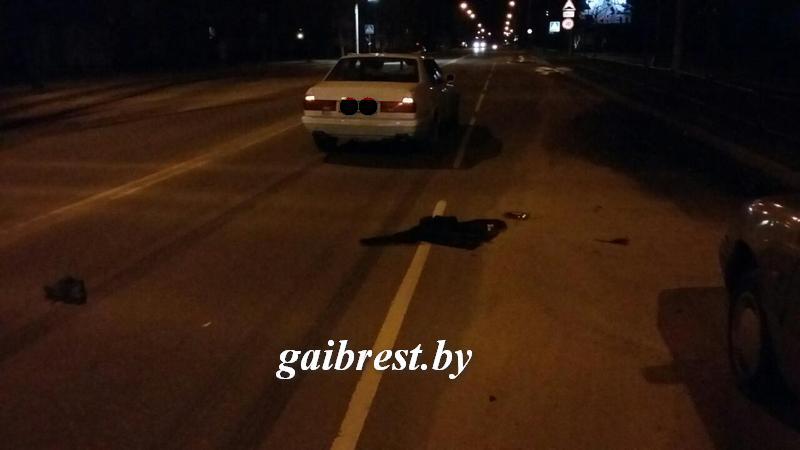 В Барановичах пешеход выбежал на дорогу и попал под  BMW
